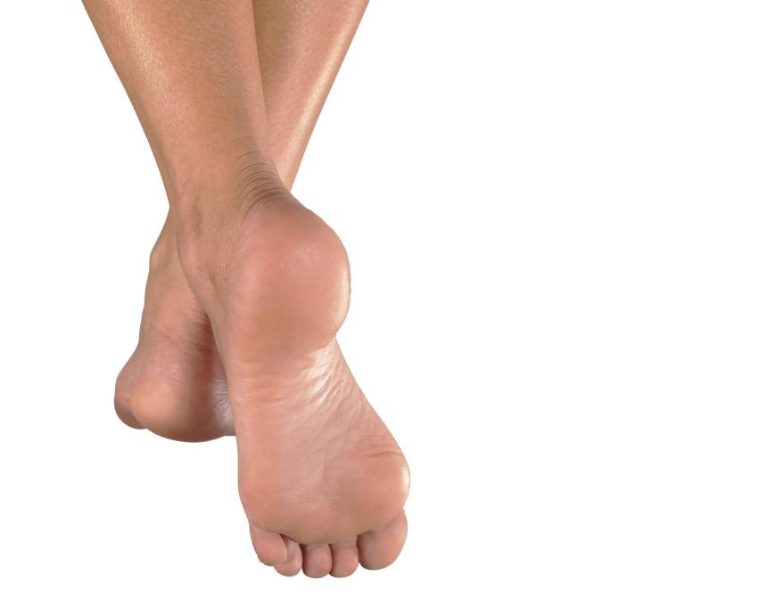marche-pieds-nus-au-sol