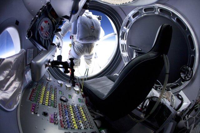 597587-felix-baumgartner-elance-chute-libre
