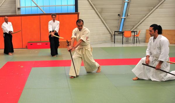 Enseignement du suburi, position intermédiaire haute (photo blog de Léo Tamaki)