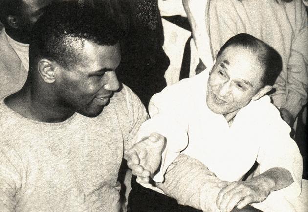 Visite de Mike Tyson au Honbu dojo du Yoshinkan à Tokyo, pour rencontrer Shioda Gozo Senseï