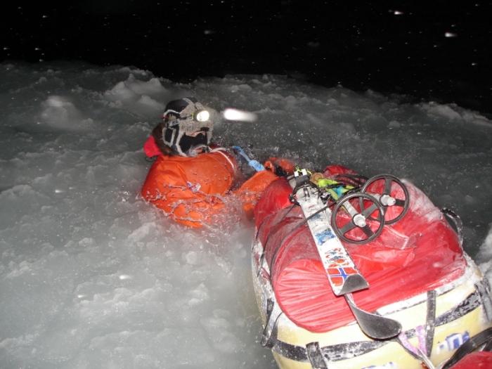 Mike Horn, en direction du pôle Nord de nuit